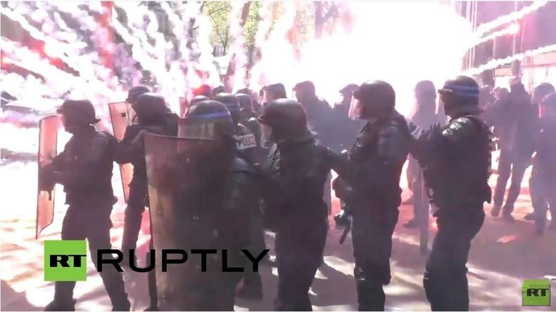 Pariser 1. Mai Demo mit heftigen Ausschreitungen