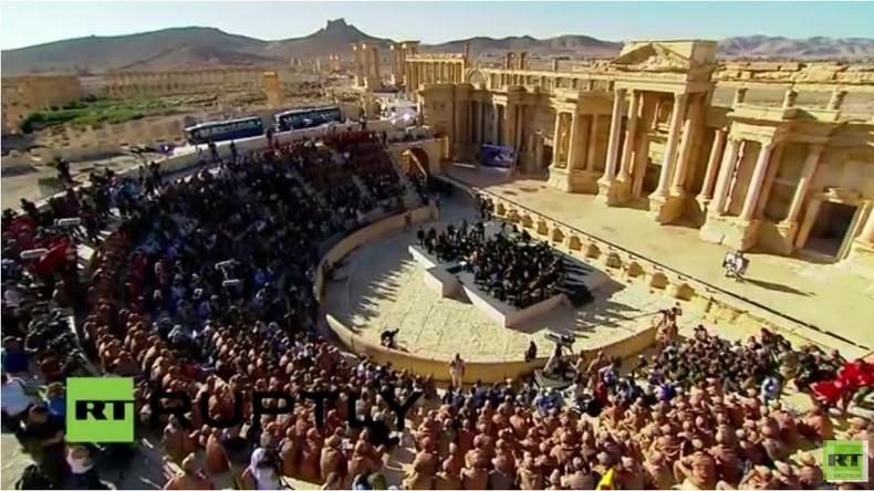'Ein Gebet für Palmyra' - Waleri Gergijews Symphoniekonzert für die befreite Oasenstadt - komplett
