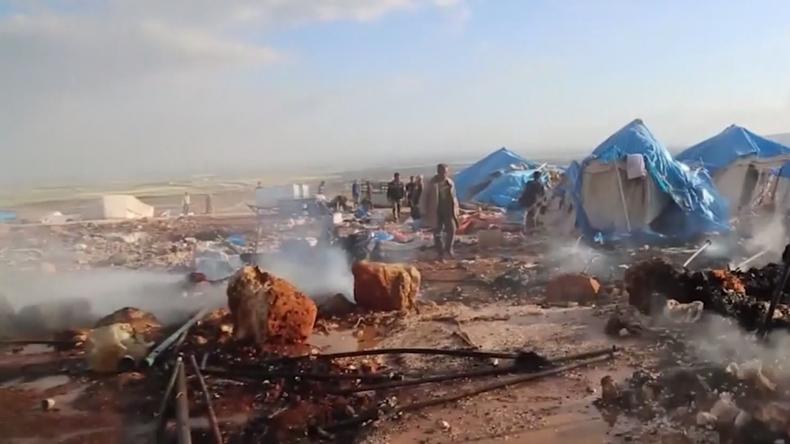 Flüchtlingslager nahe Aleppo bombardiert:  Berichte von Todesopfern – Die Schuldzuweisungen beginnen