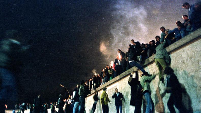 """Mit dem Fall der Berliner Mauer sollte """"Das Ende der Geschichte"""" eingeläutet werden, so der Politikwissenschaftler Francis Fukuyama damals"""