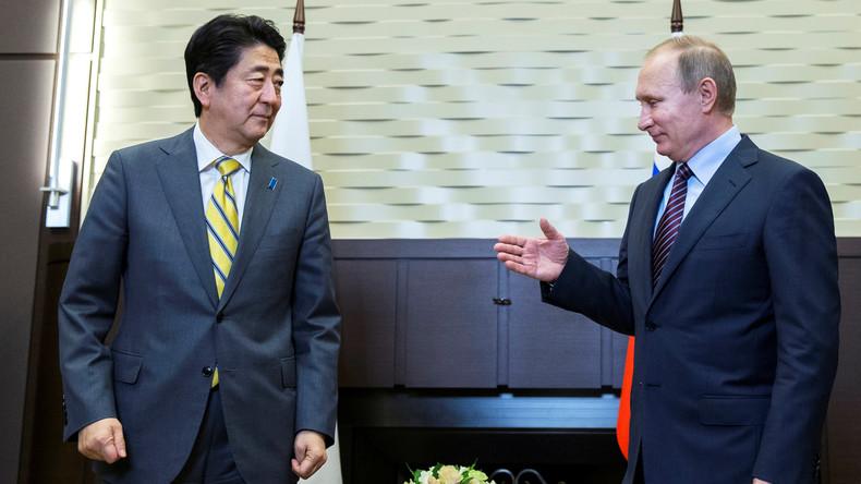 Gegen Willen der USA: Japans Premier besucht Russland um Beziehungen zu erneuern