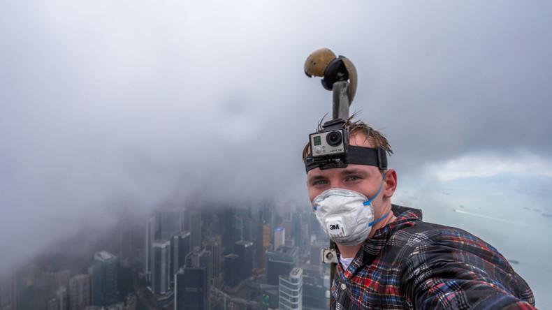Roofing extreme: Gebäudekletterer Andrej Ciesielski in Hong Kong