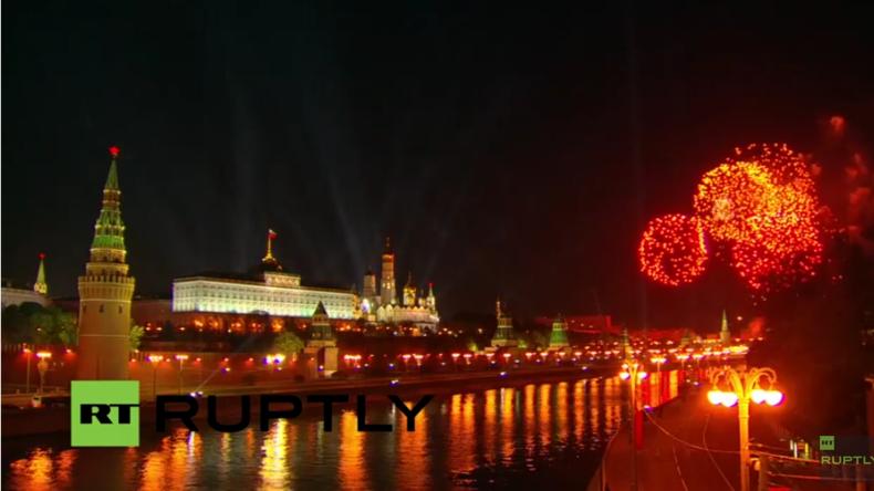 Live: Tag des Sieges in Russland – Über 10.000 Feuerwerkskörper erhellen Moskaus Himmel