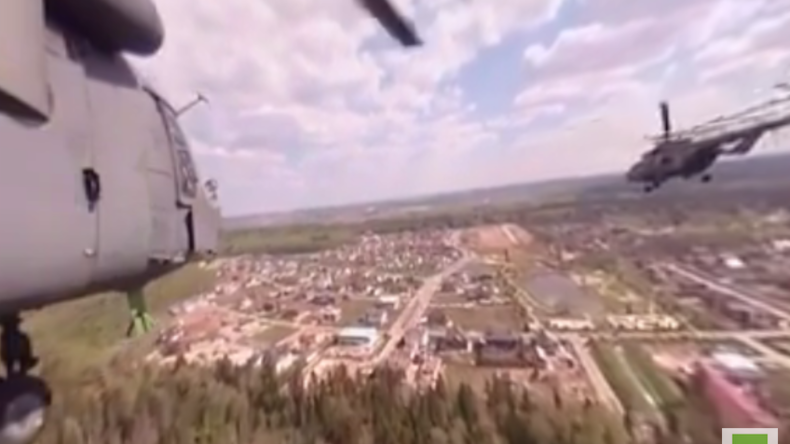 Flug über Moskau: Mil-Hubschrauber-Kolonne aus der 360 Grad-Perspektive