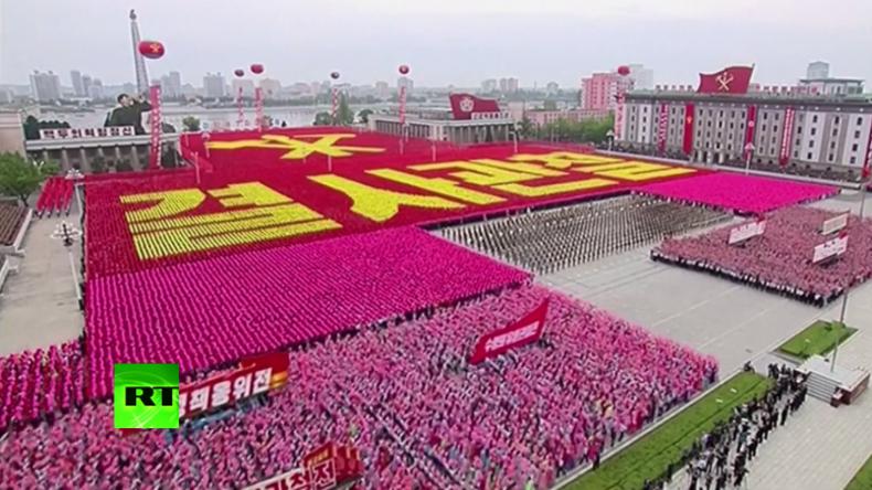 Kim Jong-un lässt sich nach Wahl zum Parteivorsitzenden mit massiver Parade in Pjöngjang feiern