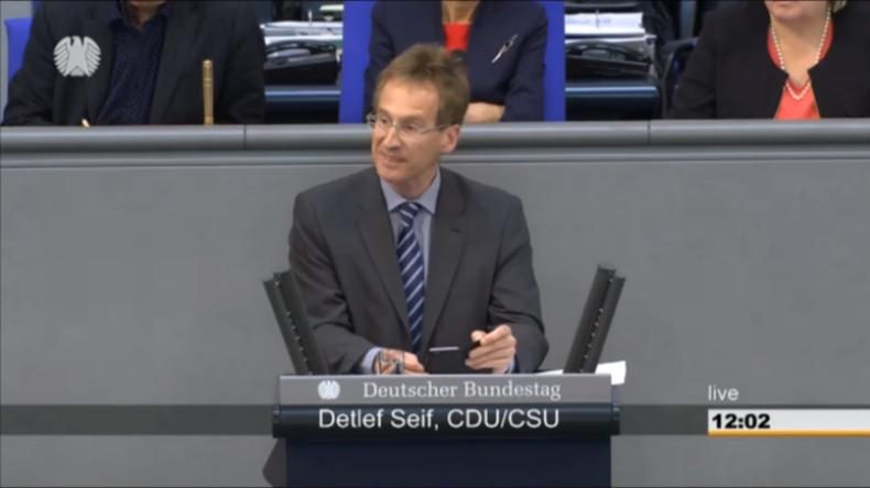 """Detlef Seif verliest Jan Böhmermanns """"Schmähgedicht"""" über Recep Erdogan im Bundestag"""