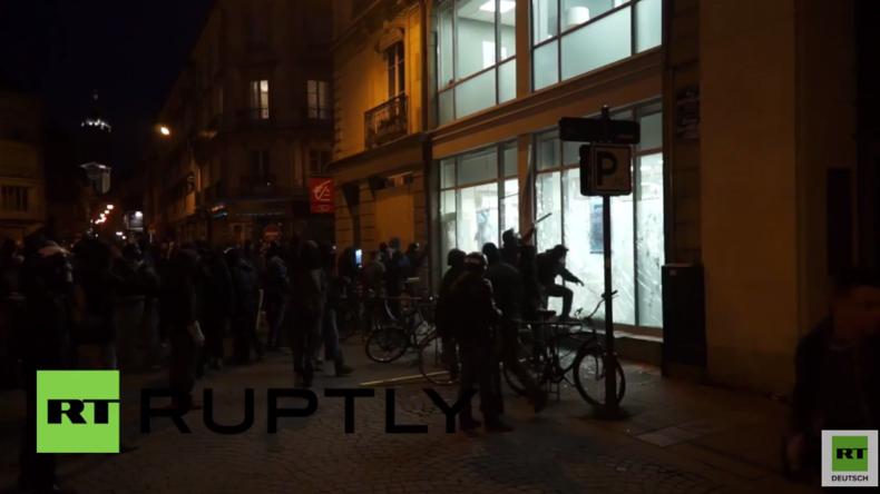 Frankreich: Demonstranten stürmen Banken, verbrennen Autos und stoßen mit Polizei in Rennes zusammen