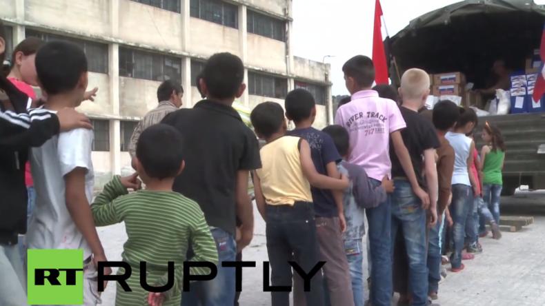 Syrien: Russische Soldaten verteilen humanitäre Hilfe für syrische Binnenflüchtlinge