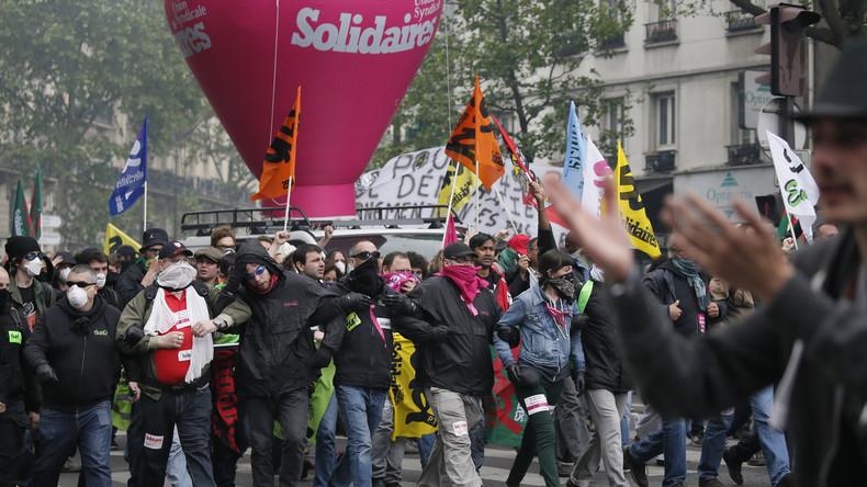 Proteste gegen Sozialabbau in Paris: Tränengas gegen Demonstranten