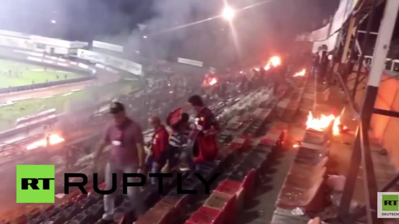 Schlechte Verlierer: Türkische Fußball-Fans setzen aus Wut über Niederlage Heimstadion in Brand