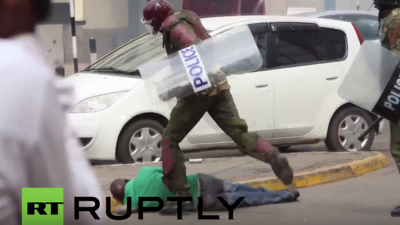 Kenia: Polizisten schlagen bei Protest gegen Wahlaufsichtsbehörde auf Demonstranten ein