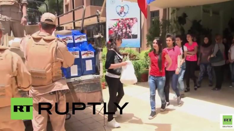 Syrien: Russische Truppen liefern humanitäre Hilfe an Waisenschule in Damaskus aus