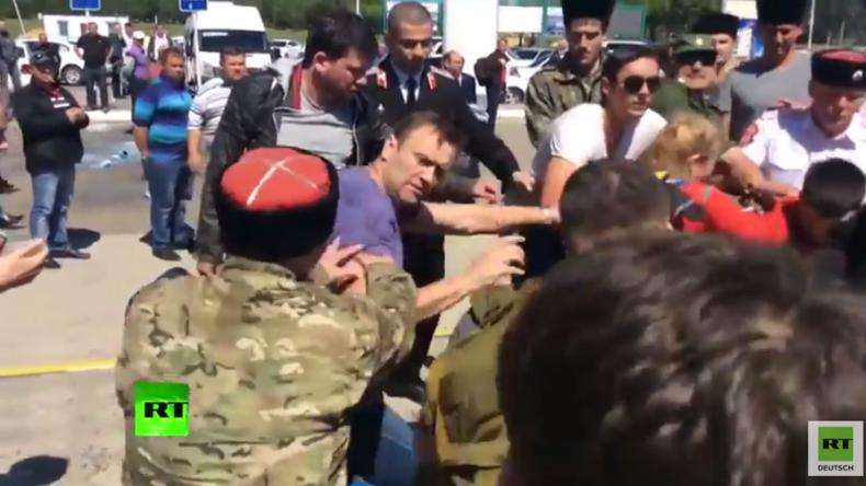 """Russischer Oppositioneller Nawalny gerät in Massenschlägerei mit """"Kosaken"""""""