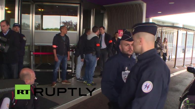 Live: Familienangehörige der Passagiere von Flug MS804 warten verzweifelt auf Neuigkeiten
