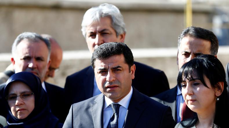 Vogelfrei: Das türkische Parlament hebt die Immunität der Abgeordneten auf