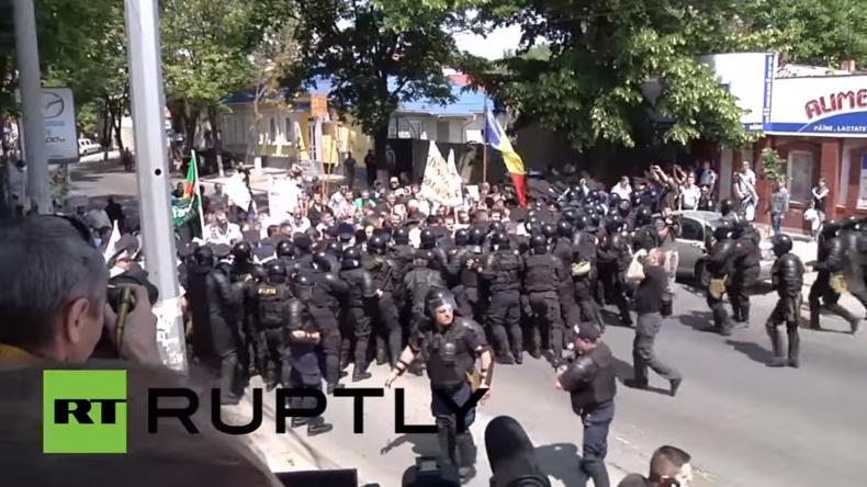 Moldawien: LGBT-Demonstranten evakuiert nach schwerem Protest von orthodoxen Christen