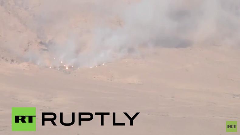 Syrien: Syrische Streitkräfte bombardieren IS-Konvois nahe des al-Shaer-Gasfeldes in Homs