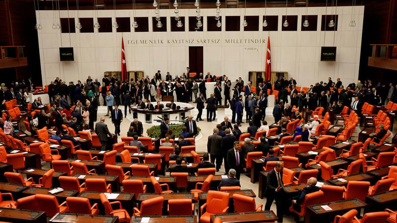 """HDP-Mitvorsitzende Yüksekdag zu RT: """"Die Türkei steht in einer organischen Verbindung zum IS"""""""