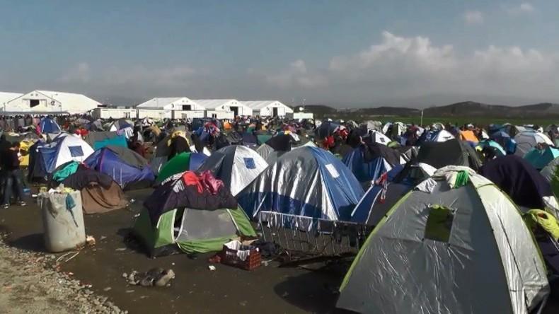 Live von der mazedonischen Grenze: Griechische Behörden lösen Flüchtlingscamp in Idomeni auf