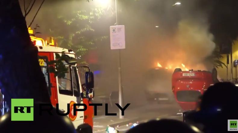 Spanien: Ausschreitungen bei Räumung von besetzter Bank - Brennende Autos und Tränengas