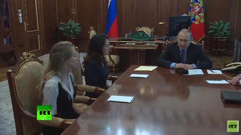 Putin trifft Witwe und Schwester der in der Ukraine ermordeten russischen Journalisten
