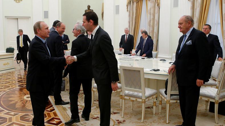 Russlands Präsident Wladimir Putin mit französischen Vertretern der Wirtschaft in Moskau