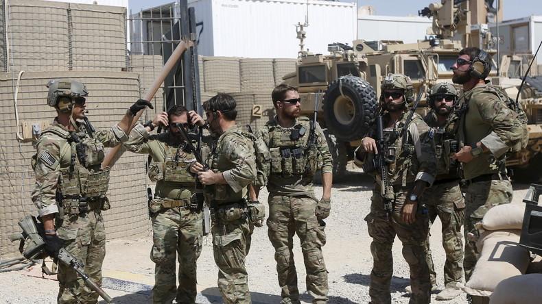 Filmaufnahmen aus Syrien zeigen: US-Soldaten mit YPG-Abzeichen in Kämpfe vor Rakka involviert