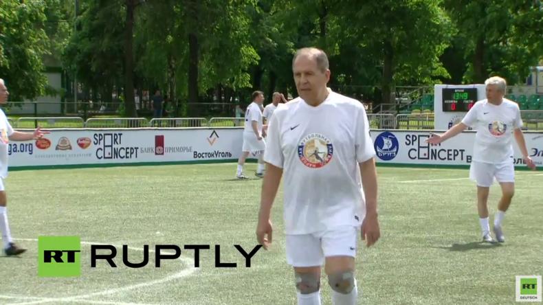 Live: Russischer Außenminister Sergej Lawrow spielt bei Volks-Liga-Turnier mit