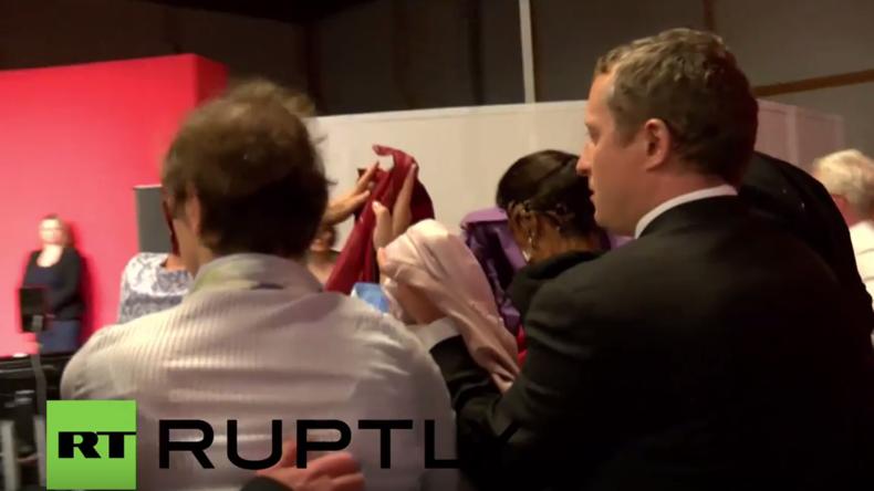 """Linken-Parteitag in Magdeburg: """"Antifaschisten"""" drücken Sahra Wagenknecht Torte ins Gesicht"""