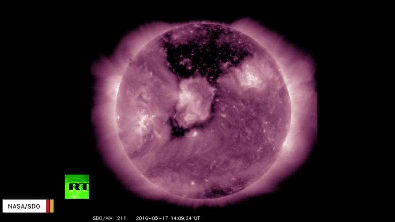 Dunkle Sonne - NASA nimmt gewaltiges koronales Loch auf