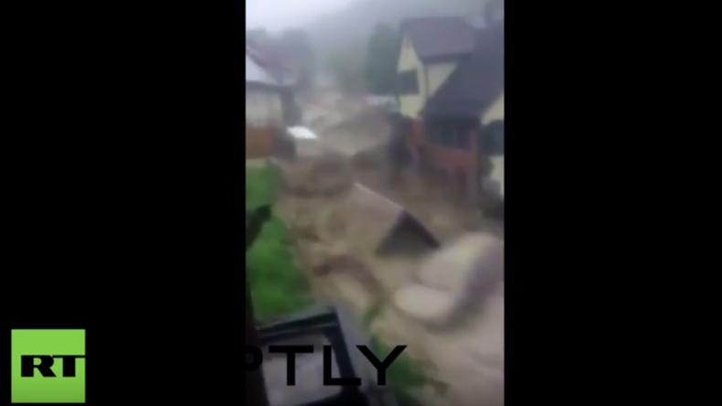 Unglaubliches Video aus Baden Württemberg: Sturzflut reißt alles mit, was sich ihr in den Weg stellt