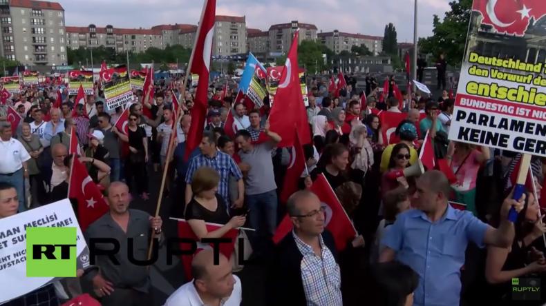Berlin: Türken protestieren gegen Armenien-Resolution