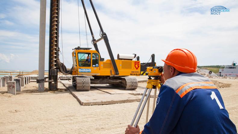 Bau der Eisenbahnstrecke zur Krim: 7000 Pfähle umfassende Brücken-Struktur erfolgreich abgeschlossen