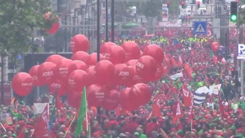 Live: Massenprotest für Arbeitnehmerrechte und gegen Sparmaßnahmen in Brüssel