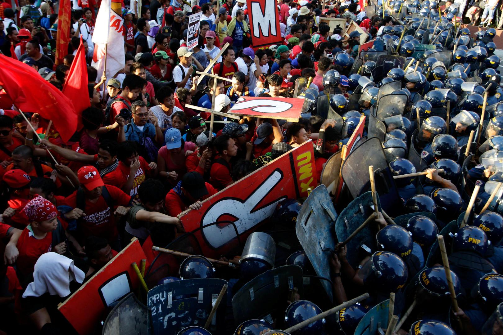 Auseinandersetzungen mit der Polizei in Jakarta, Indonesien.