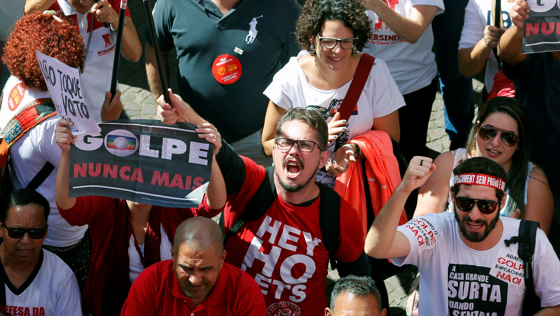 """Unterstützer der brasilanischen PT-Regierung protestieren in Sao Paulo gegen den """"juristischen Staatstreich"""" gegen Präsidentin Dilma Rousseff"""