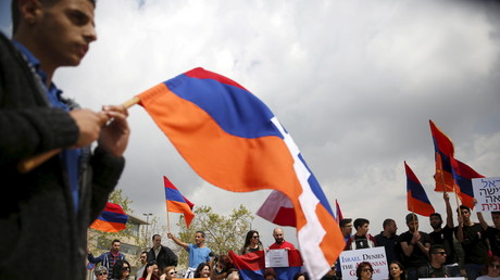 Mitglieder der armenischen Community demonstrieren in Berg-Karabach