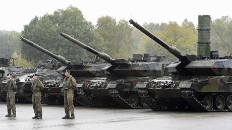 Bundeswehr-Kampfpanzer Leopard 2 bei einer Trainings- und Informationsveranstaltung in Münster,Oktober 2015.