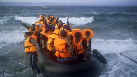 Migranten und Flüchtlinge erreichen die Küste von Griechenland
