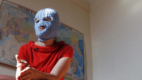 Nicht selten bilden Künstler und Kulturschaffende heute eine Symbiose mit dem neoliberalen Gesellschaftssystem - auch wenn sie sich eigentlich dem Protest verschrieben haben, wie die russische Punk-Band Pussy Riot