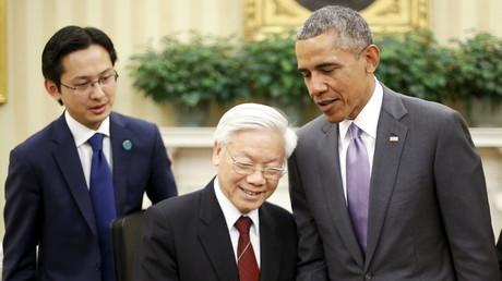 Barack Obama mit dem Generlasekratär der vietnamesischen Komministischen Partei, Nguyen Phu Trong, nach einem Treffen im Weißen Haus in Washington im Jul 2015.