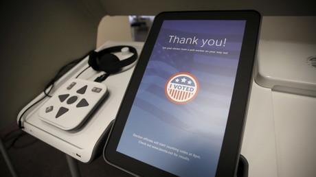 Prototyp eines Computers für die Abstimmung im Bürgerbüro von Clerk in Norwalk, Kalifornien, Februar 2016.