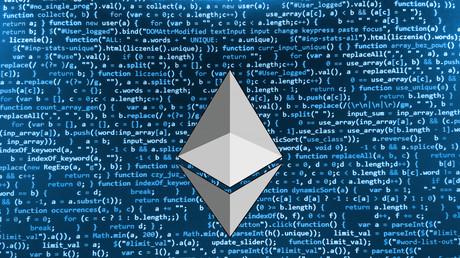 Das Ethereum-Logo vor Zeilen des Programmcodes: Viel heiße Luft oder das nächste große Ding?
