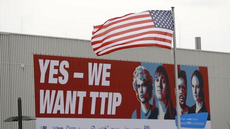 Mit Plakataktionen versuchen die Befürworter von TTIP die öffentliche Meinung zu dem geplanten Freihandelsabkommen zu beeinflussen