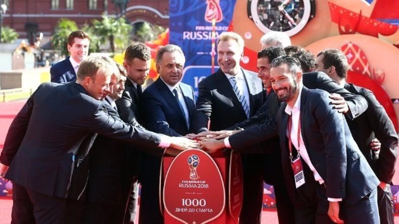 Live: Freundschaftsspiel russischer Sport-Promis mit FIFA-Präsident gegen Freiwillige der WM 2018