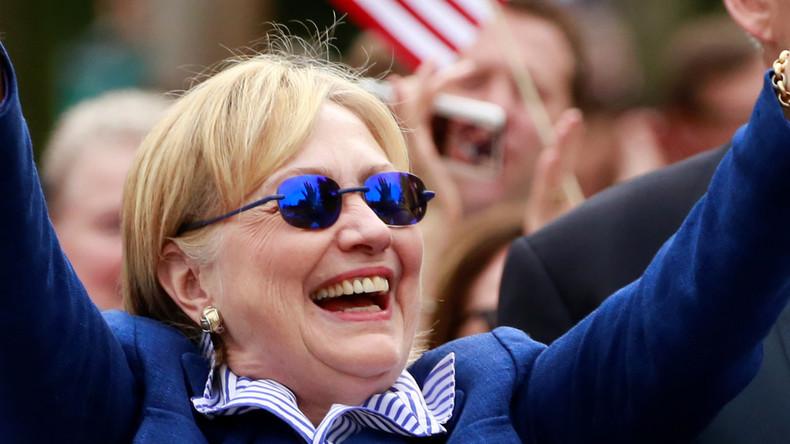 """""""No Comment"""" - Clinton dreht Reporter eiskalt den Rücken zu, nach Frage zu Goldman Sachs-Verbindung"""