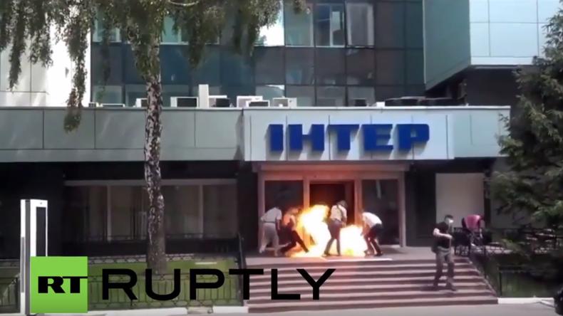 Ukraine: Brandanschlag auf TV-Sender in Kiew auf Video eingefangen