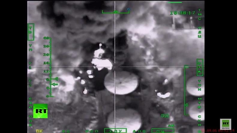 Syrien: Russische Su-34 Jets zerstören IS-Ölanlagen nahe der türkischen Grenze