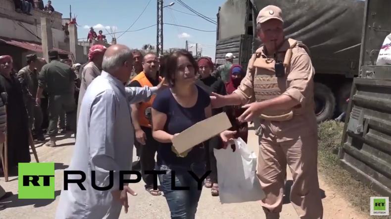 Russische Truppen bringen 16 Tonnen humanitäre Hilfe in syrisches Dorf