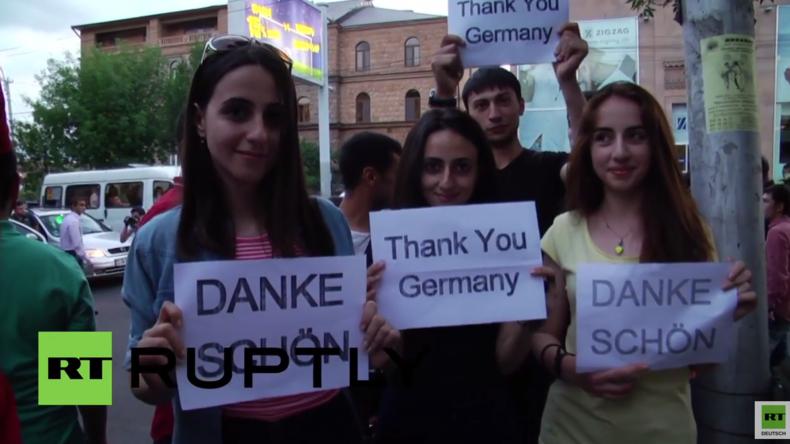 Armenier versammeln sich vor deutscher Botschaft und danken Deutschland für die Armenien-Resolution